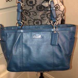 Coach blue leather shoulder bag good condition